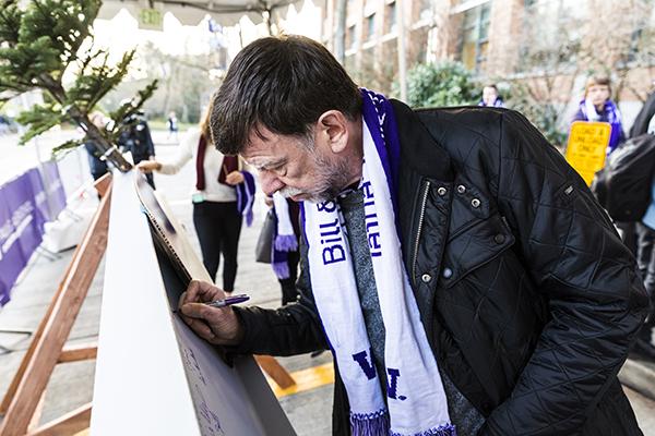 Rob Short signing the beam